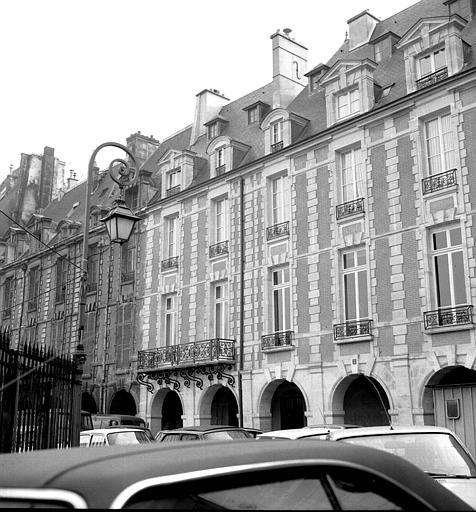 Hôtel de Coulanges et Hôtel de Montmorin et d'Estrades