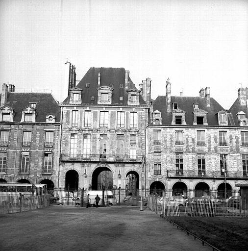 Pavillon nord, ouvert sur la rue de Béarn