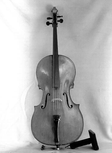 Violoncelle de Gabriel Buntschu vu de face (table refaite par Salomon)