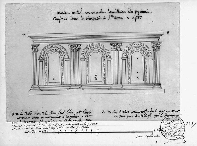 Croquis : Ancien autel en marbre laméllaire des Pyrénées conservé dans la chapelle Sainte-Anne