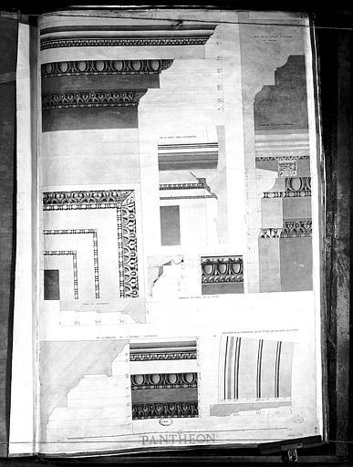 Dessin : Détails des ornements architecturaux sous le portique