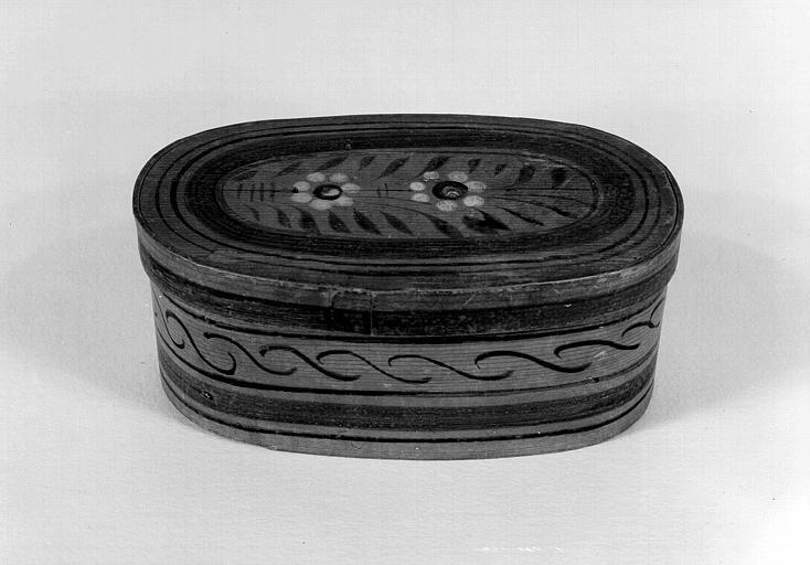 Boîte reliquaire en bois peint