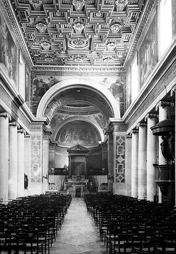 Vue intérieure de la nef vers l'est