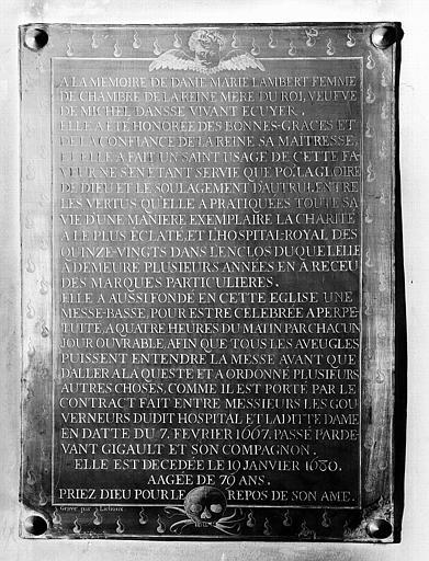 Plaque de cuivre de la chapelle : Plaque funéraire et de fondation de messes de Dame Marie Lambert, morte en 1680