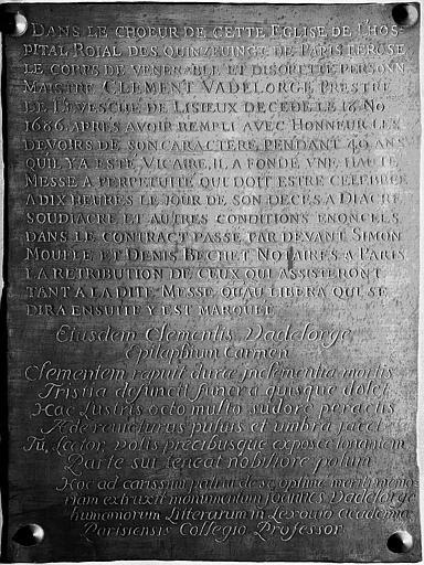 Plaque de cuivre de la chapelle : Plaque funéraire et de fondation de messes du prêtre Clément Vadelorge mort en 1686