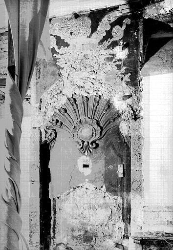Reste d'une fontaine dans l'ancienne salle à manger (rez-de-chaussée côté terrasse)