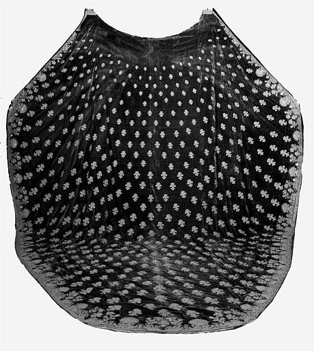 Manteau funèbre de la pompe de Louis XVIII en velours et fil d'or,
