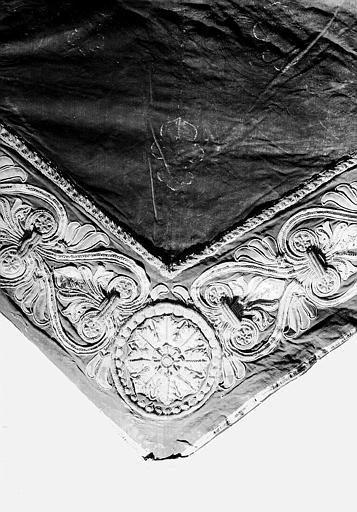 Pente du dais de la pompe funèbre de Louis XVI en velours et fil d'or : Détail de la bordure (la pointe)