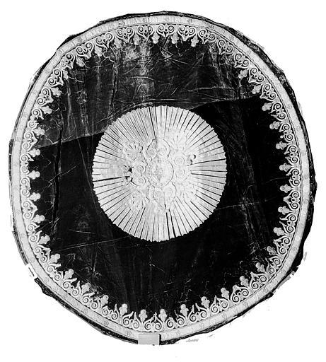 Fond circulaire du dais de la pompe funèbre de Louis XVI en velours et fil d'or
