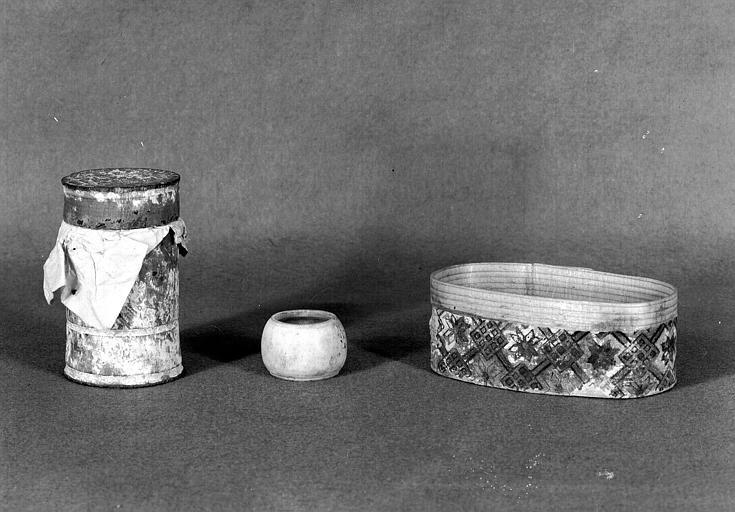 Trois petites boîtes reliquaires