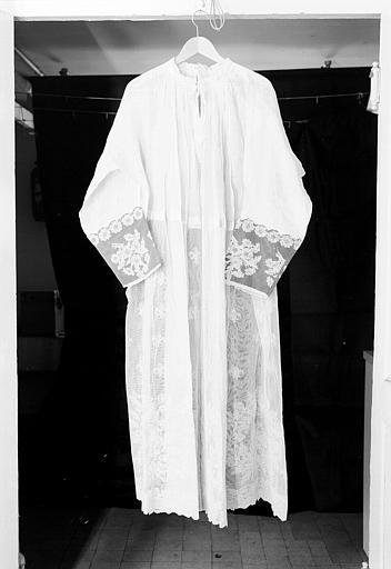 Aube de dentelle ayant servi pour le sacre de Charles X