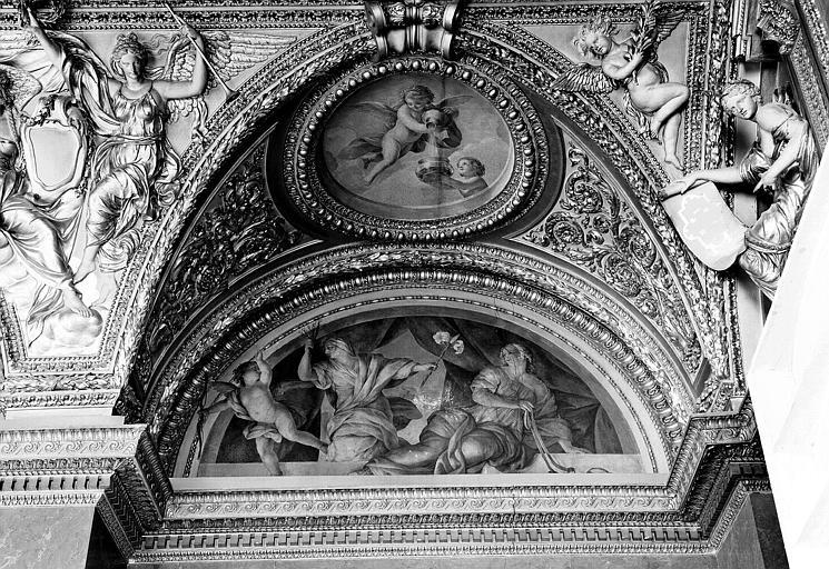 Appartements d'Anne d'Autriche, plafond peint de la salle des Antonins (ancienne chambre) : La Continence et la Vertu (lunette) et Les Génies des Eaux (médaillon)