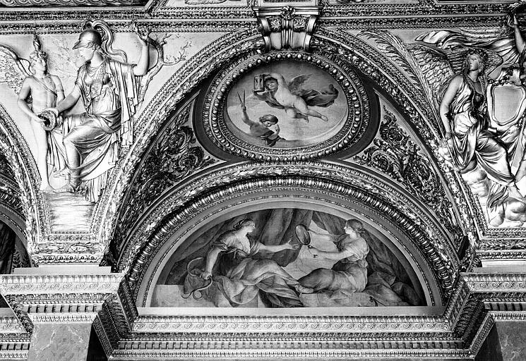 Appartements d'Anne d'Autriche, plafond peint de la salle des Antonins (ancienne chambre) : La Prudence et la Vérité (lunette) et Les Génies du Temps (médaillon)