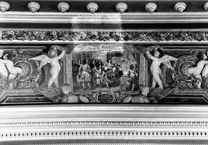 Galerie Campana, voussure est de la 3e salle, détail d'un petit panneau peint : Le Brun présente des tableaux au Roi