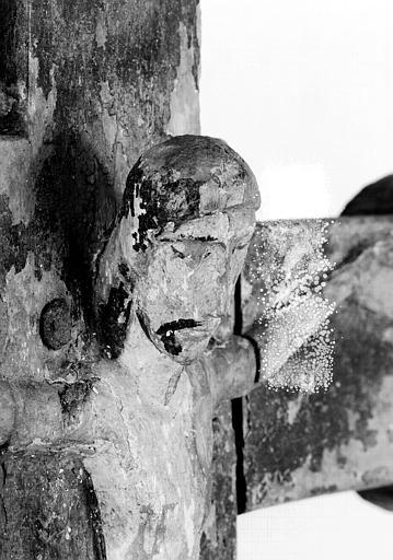 Croix processionnelle en bois sculpté (détail) : Buste du Christ vu de trois-quarts