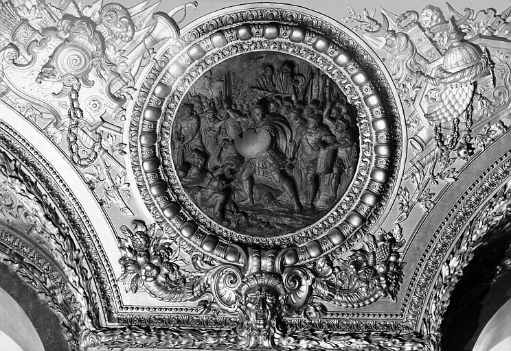 Salle d'Auguste, médaillon sculpté : Constantin victorieux de Maxence