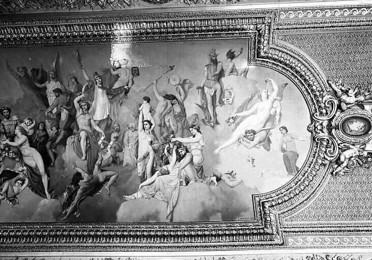 Salle d'Auguste, plafond peint (partie droite du panneau principal) : L'Assemblée des Dieux, et portrait de Napoléon III en médaillon