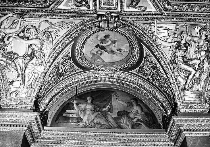 Appartements d'Anne d'Autriche, plafond peint de la Salle des Antonins (ancienne chambre) : La Justice et l'Abondance (lunette), et Les Génies de la Justice (médaillon)