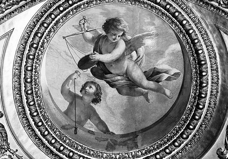 Appartements d'Anne d'Autriche, plafond peint de la Salle des Antonins (ancienne chambre) : Les Génies de la Justice (médaillon)