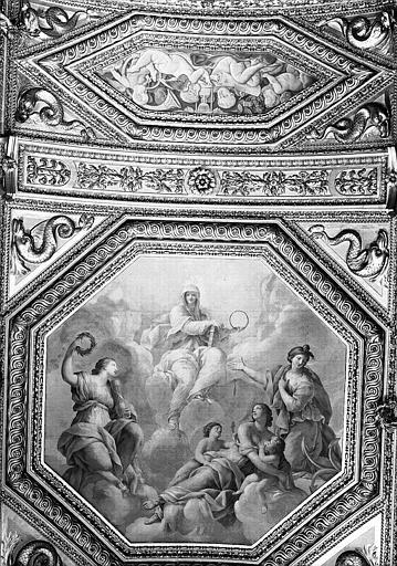 Appartements d'Anne d'Autriche, plafond peint de la Salle des Antonins (ancienne chambre) : La Religion et les Vertus théologales (grand panneau), et Putti (petit panneau)