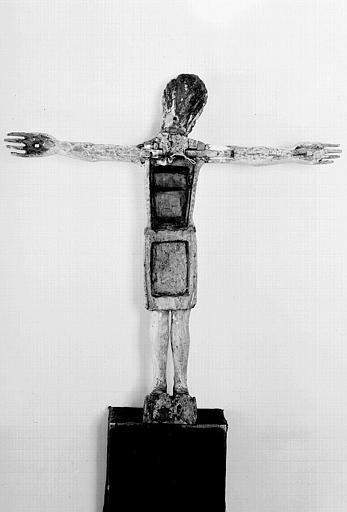 Christ en croix en bois polychrome (revers)