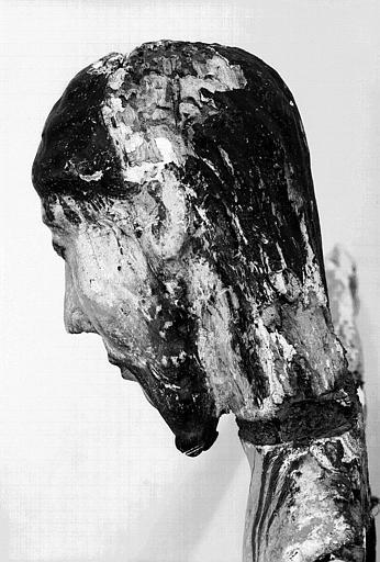 Christ en croix en bois polychrome : Profil gauche de la tête