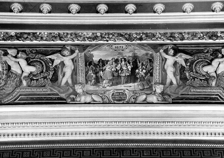 Galerie Campana, voussure sud de la 3e salle, détail d'un petit panneau peint  : Louis XIV posant la 1e pierre des Invalides