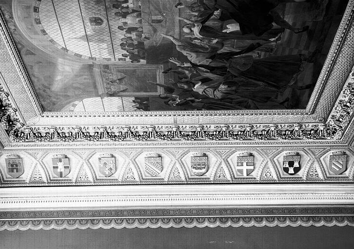 Galerie Campana, voussure ouest de la 8e salle : Ecussons