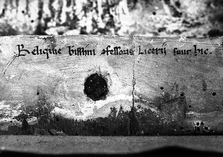 Coffre en bois peint, détail : Inscription à l'intérieur