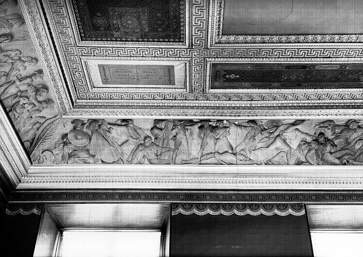 Galerie Campana, frise en bas-relief de la voussure sud de la 9e salle : La Révolte du Caire (partie gauche)
