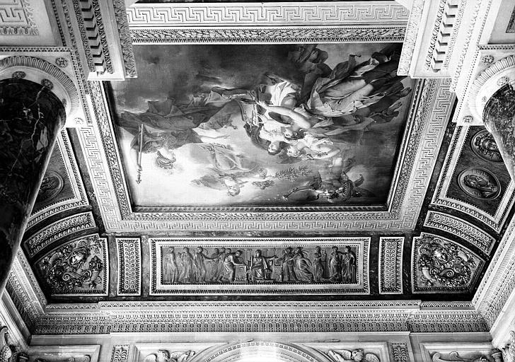 Salle Percier, voussure nord (bas-relief) : Les Arts rendant hommage à la Concorde