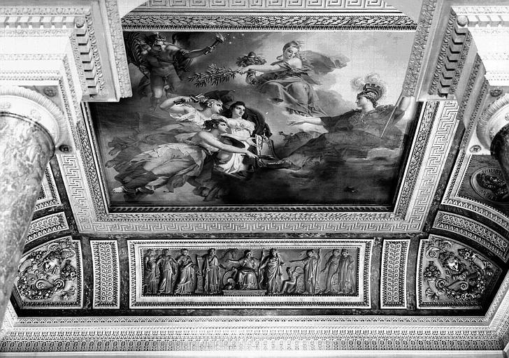 Salle Percier, voussure sud (bas-relief) : L'Europe civilisée par les Sciences, les Arts et les Lettres