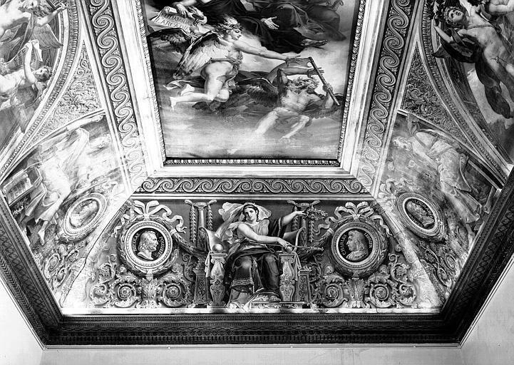 Salle Duchatel, voussure sud : Allégorie des arts et médaillons de Nicolas Poussin et Charles Lebrun