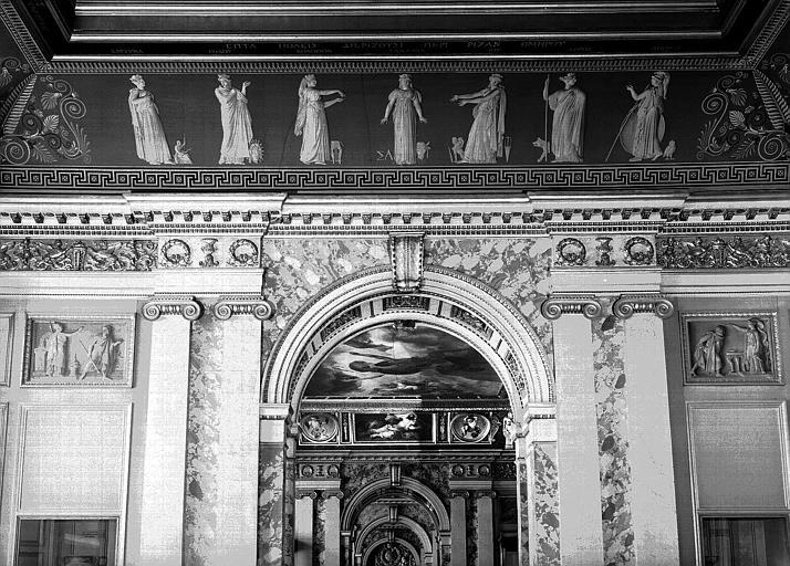 Galerie Charles X, voussure est de la 1e salle (Salle Clarac) : Sept villes se disputent la naissance d'Homère (Grisailles), scènes de l'Odyssée