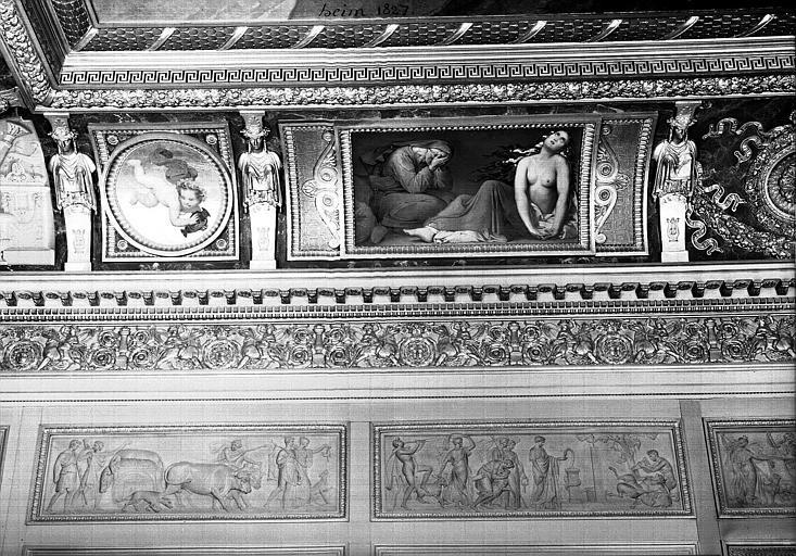 Galerie Charles X, voussure sud de la 8e salle (partie gauche) : Scène de désolation (Grisailles)