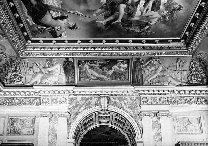 Galerie Charles X, voussure de la 7e salle : Neptune et Vulcain repoussant le sacrifice d'Herculanum (Grisailles)