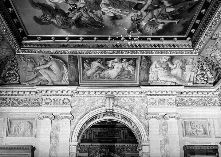 Galerie Charles X, voussure de la 7e salle : La Sirène Parthénope (Grisailles)