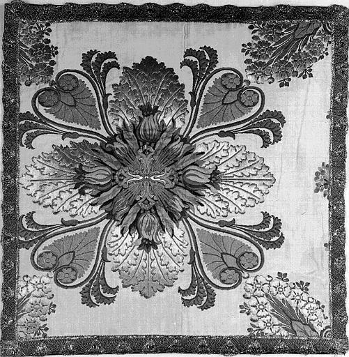 Voile de calice (ornement liturgique donné en 1837 par Louis-Philippe 1er à la Cathédrale de Versailles)