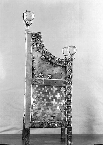 Siège de la Majesté de sainte Foy (côté droit)