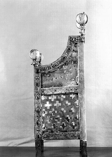 Siège de la Majesté de sainte Foy (côté gauche)