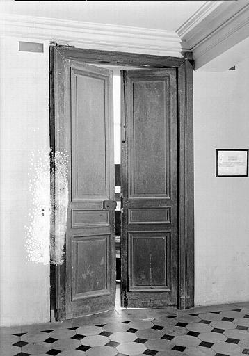 Chambre de la Reine : Porte à deux vantaux de la petite antichambre
