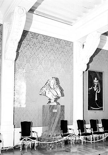 Chambre de la Dauphine au 1e étage : Buste de Louis XIV en plâtre
