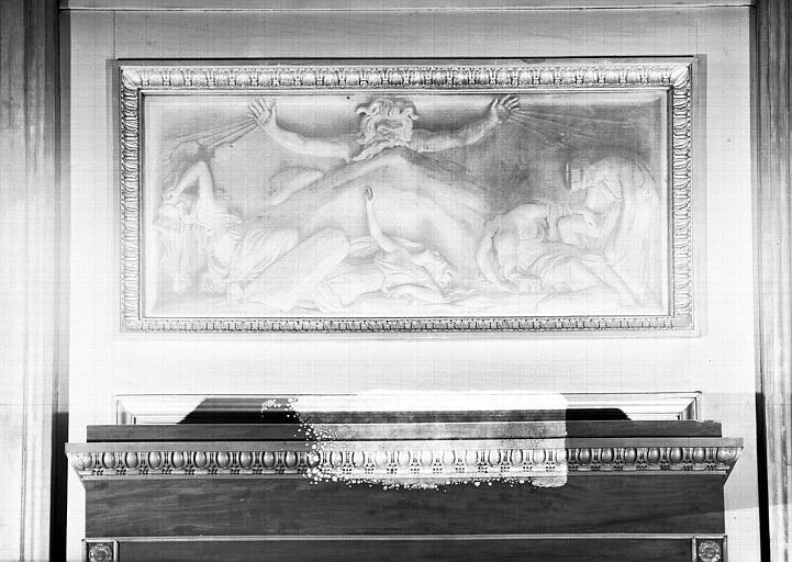 Galerie Charles X, grisaille sur le côté nord de la 6e salle : Le Vésuve renversant les villes de Campanie