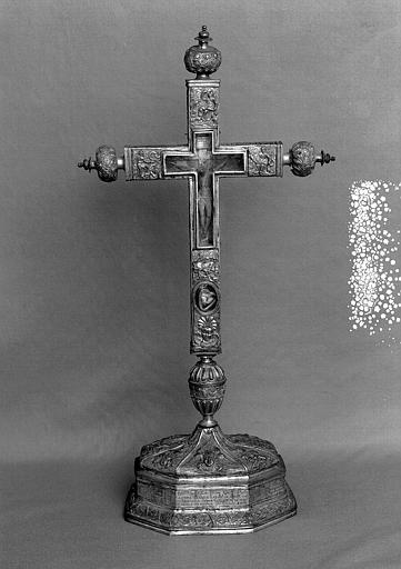 Croix d'autel en cuivre doré et argenté (face)
