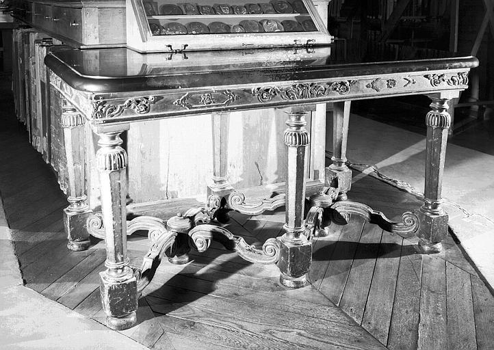 Table à dessus de marbre noir