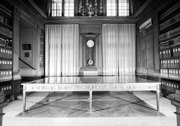 Table du Conseil et horloge (époque Louis XVI)