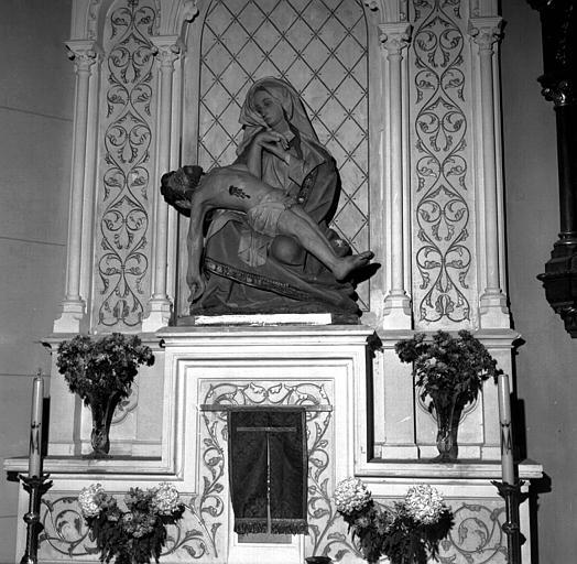Groupe en pierre calcaire polychrome : Pietà