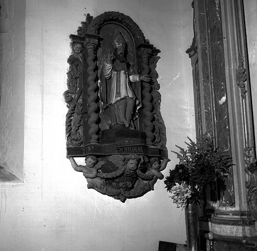 Retable de saint Nicolas en bois polychrome