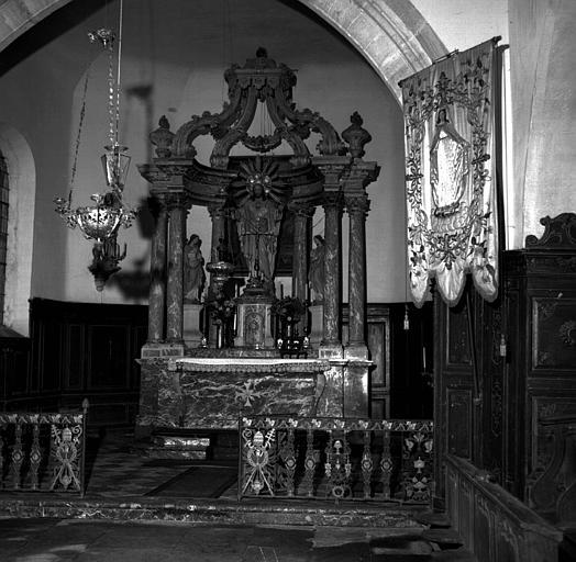 Maître autel en marbre et bois