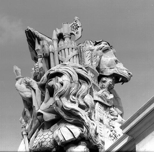 Aile sud, pavillon Daru : détail du trophée